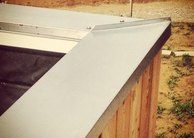 detal obróbki blacharskiej na dachu