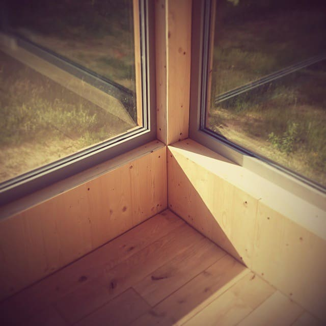 detal okna ze wsuwy