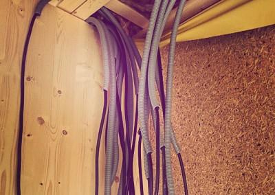 23_instalacje wiszące z sufitu to kochane wnętrzności domu